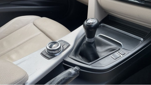 2017 BMW 320i M Sport Saloon (Black) - Image: 10