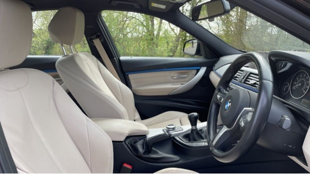 2017 BMW 320i M Sport Saloon (Black) - Image: 11