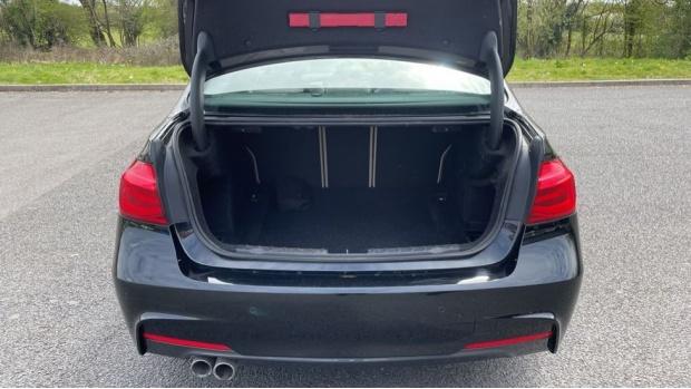2017 BMW 320i M Sport Saloon (Black) - Image: 13