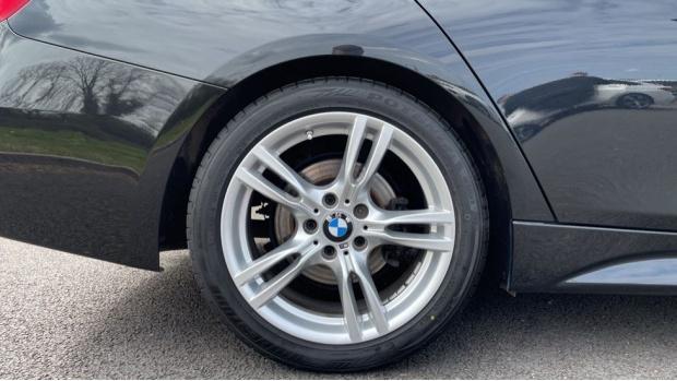 2017 BMW 320i M Sport Saloon (Black) - Image: 14
