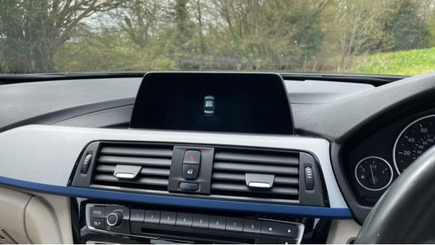 2017 BMW 320i M Sport Saloon (Black) - Image: 21