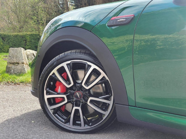 2021 MINI John Cooper Works Steptronic 3-door (Green) - Image: 4