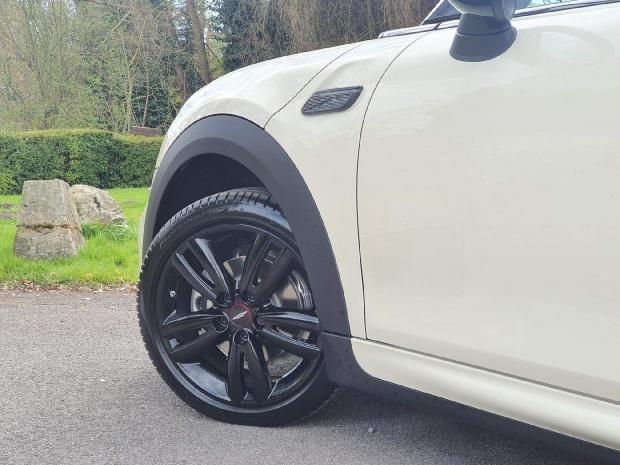 2021 MINI Cooper Sport 2-door (White) - Image: 4
