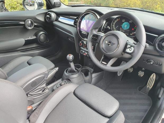 2021 MINI Cooper Sport 2-door (White) - Image: 5