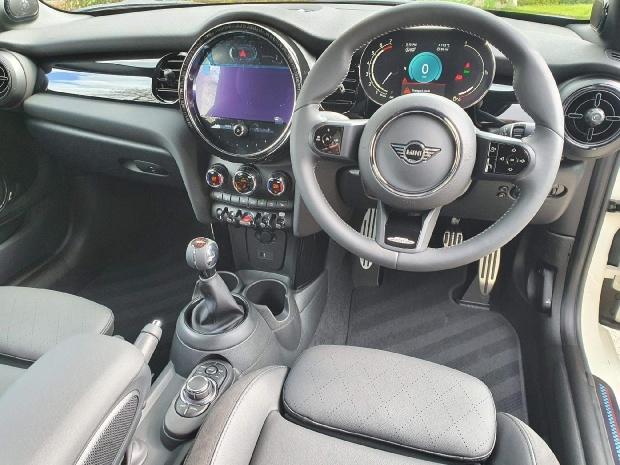 2021 MINI Cooper Sport 2-door (White) - Image: 7