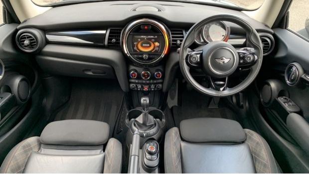 2017 MINI 3-door Cooper Seven Edition (Black) - Image: 4