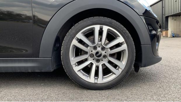 2017 MINI 3-door Cooper Seven Edition (Black) - Image: 14