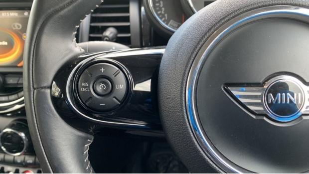 2017 MINI 3-door Cooper Seven Edition (Black) - Image: 17