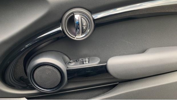 2017 MINI 3-door Cooper Seven Edition (Black) - Image: 20