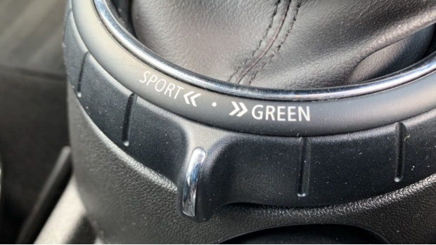 2017 MINI 3-door Cooper Seven Edition (Black) - Image: 26