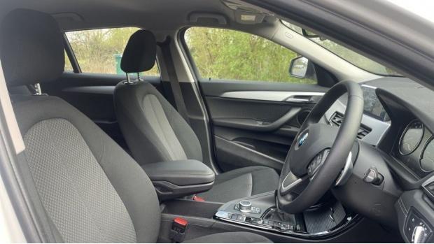 2020 BMW XDrive20d SE (White) - Image: 11