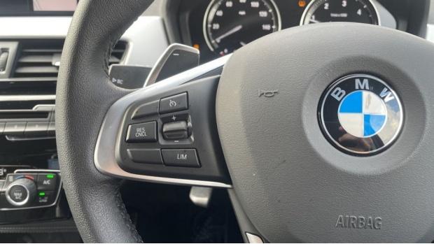 2020 BMW XDrive20d SE (White) - Image: 17