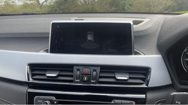2020 BMW XDrive20d SE (White) - Image: 21