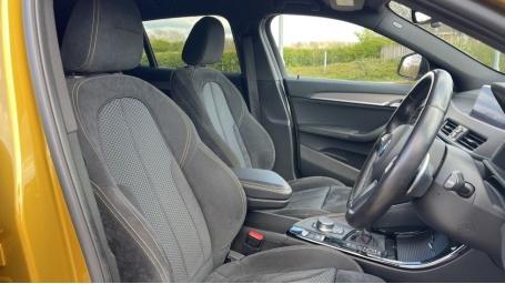 2018 BMW XDrive20d M Sport X (Gold) - Image: 11