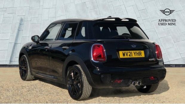 2021 MINI 5-door Cooper S Sport (Black) - Image: 2