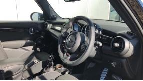 2021 MINI 5-door Cooper S Sport (Black) - Image: 6