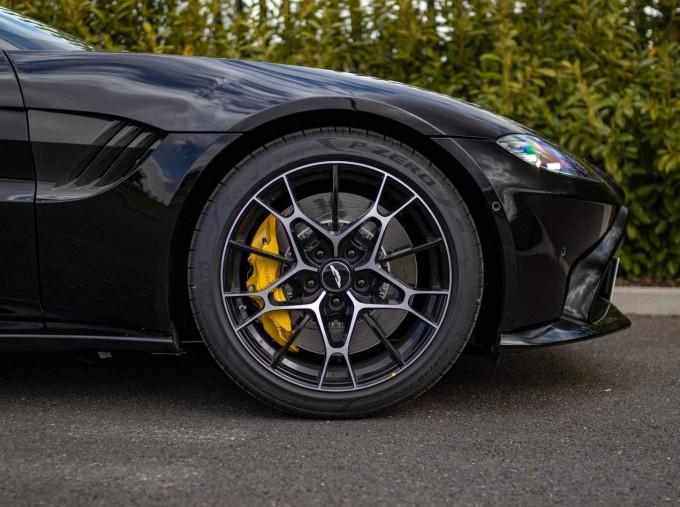 2021 Aston Martin V8 Roadster Auto 2-door (Black) - Image: 26