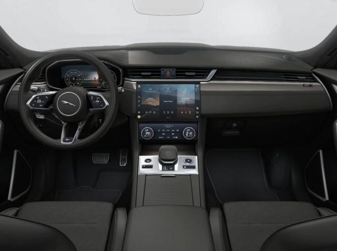 2021 Jaguar V8 SVR Quickshift 5-door (Black) - Image: 4