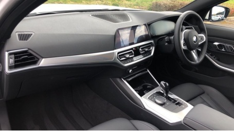 2021 BMW 330e 12kWh M Sport Touring Auto 5-door (White) - Image: 7