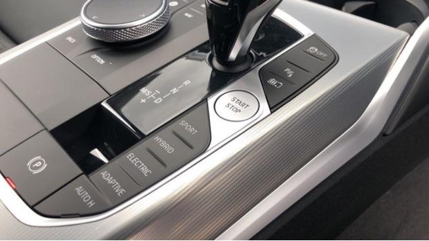 2021 BMW 330e 12kWh M Sport Touring Auto 5-door (White) - Image: 19