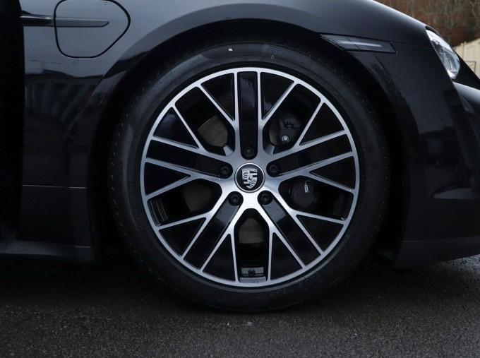 2021 Porsche 93.4kW Performance Auto 4-door (Black) - Image: 4