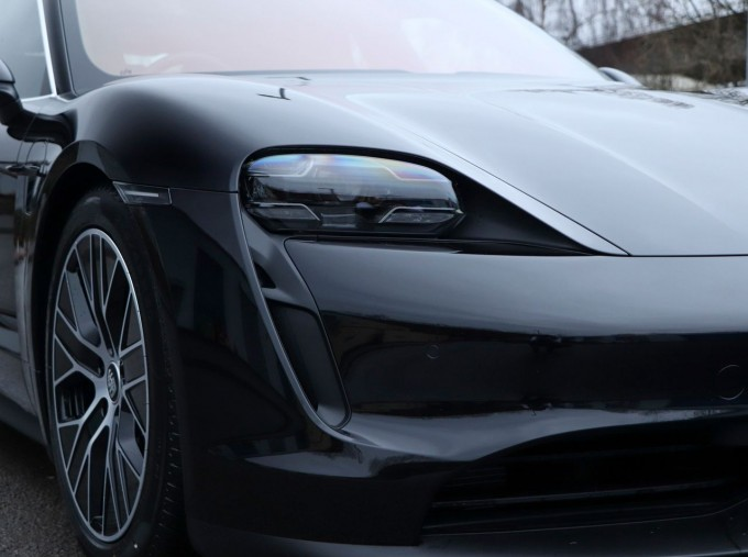 2021 Porsche 93.4kW Performance Auto 4-door (Black) - Image: 23