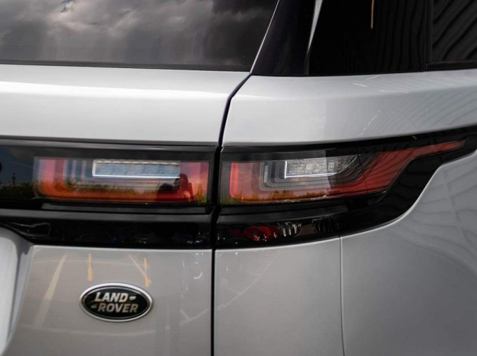 2021 Land Rover D200 MHEV R-Dynamic HSE Auto 4WD 5-door (Silver) - Image: 23