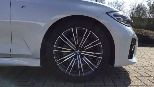 2021 BMW 320d M Sport Saloon (White) - Image: 14