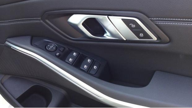 2021 BMW 320d M Sport Saloon (White) - Image: 31