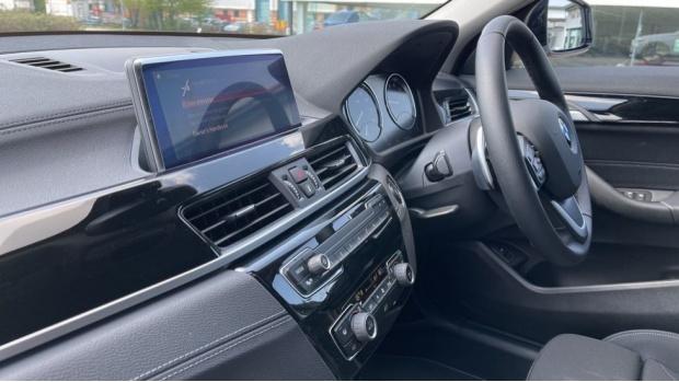 2021 BMW SDrive20i Sport (White) - Image: 32
