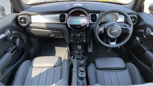 2021 MINI 3-door Cooper S Exclusive (Black) - Image: 4
