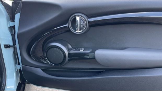 2018 MINI Cooper S 3-door Hatch (Blue) - Image: 20