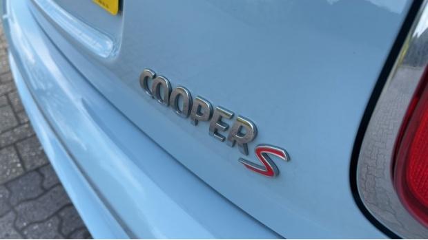 2018 MINI Cooper S 3-door Hatch (Blue) - Image: 40