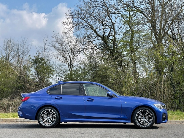 2021 BMW 320i M Sport Auto xDrive 4-door (Blue) - Image: 3