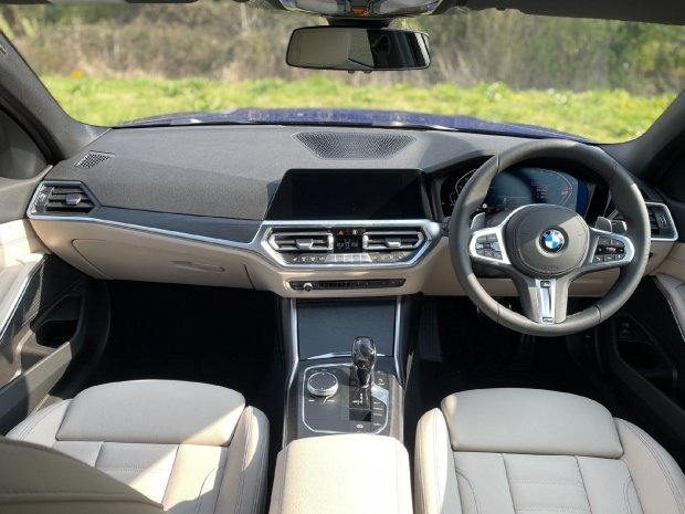 2021 BMW 320i M Sport Auto xDrive 4-door (Blue) - Image: 5