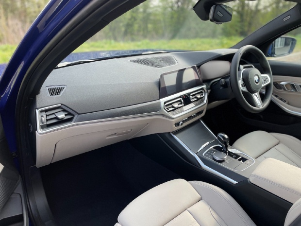 2021 BMW 320i M Sport Auto xDrive 4-door (Blue) - Image: 6