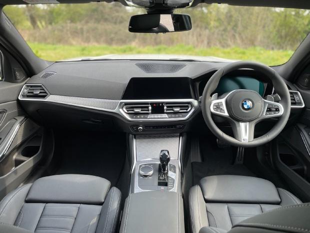 2021 BMW 320i M Sport Auto 4-door (White) - Image: 5
