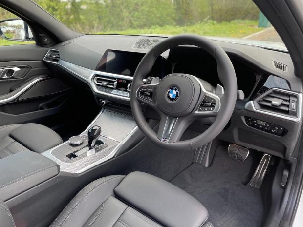 2021 BMW 320i M Sport Auto 4-door (White) - Image: 6