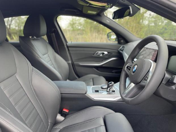 2021 BMW 320i M Sport Auto 4-door (White) - Image: 11