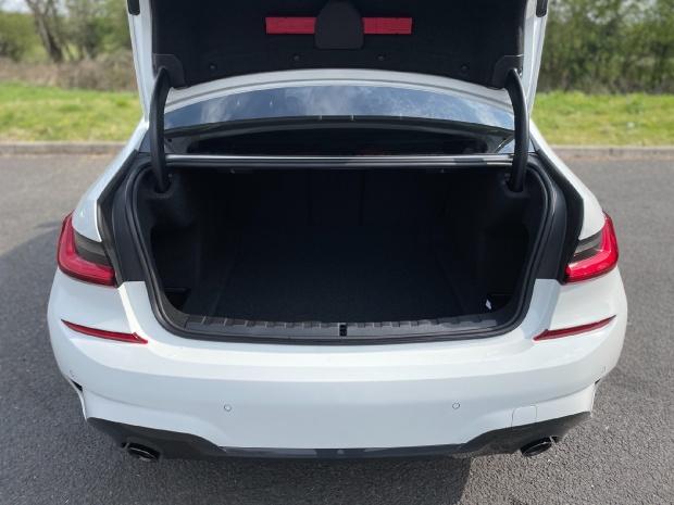 2021 BMW 320i M Sport Auto 4-door (White) - Image: 13