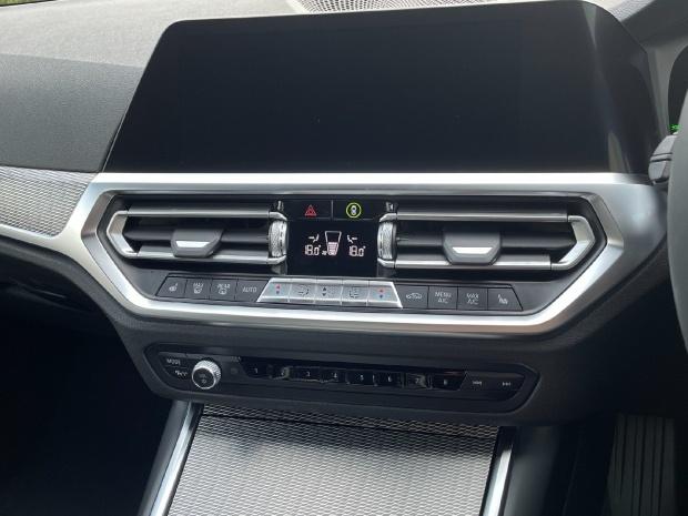 2021 BMW 320i M Sport Auto 4-door (White) - Image: 18