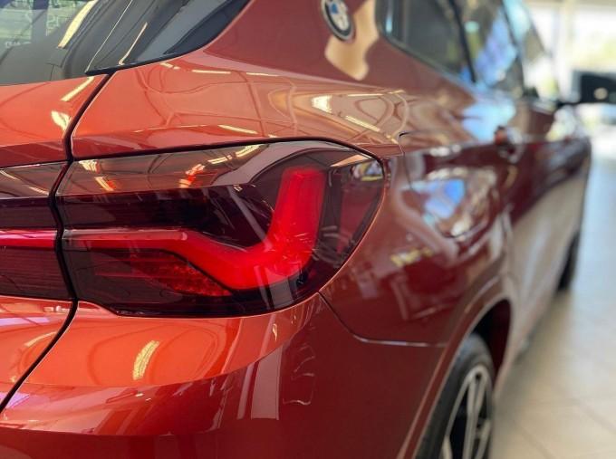 2021 BMW 18i M Sport DCT sDrive 5-door (Orange) - Image: 3