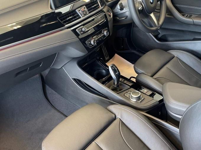 2021 BMW 18i M Sport DCT sDrive 5-door (Orange) - Image: 6
