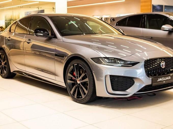 2021 Jaguar MHEV R-Dynamic Black Auto 4-door  - Image: 1
