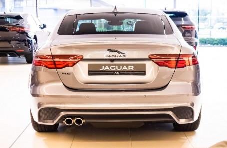 2021 Jaguar MHEV R-Dynamic Black Auto 4-door  - Image: 4