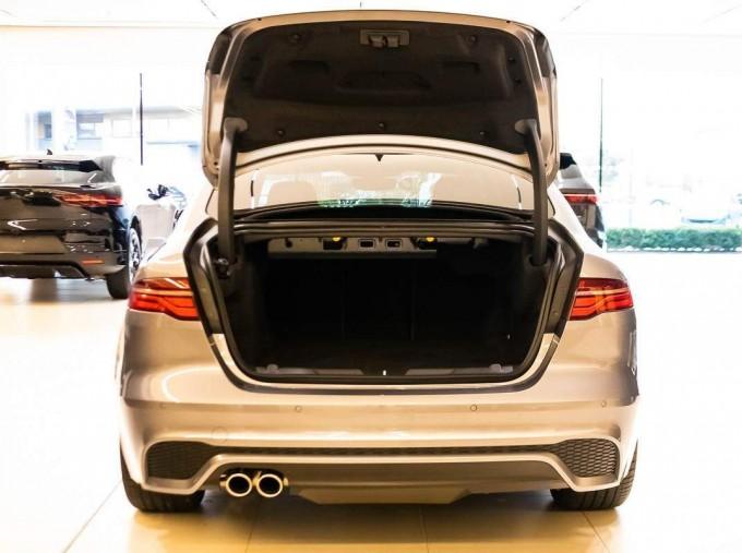 2021 Jaguar MHEV R-Dynamic Black Auto 4-door  - Image: 5
