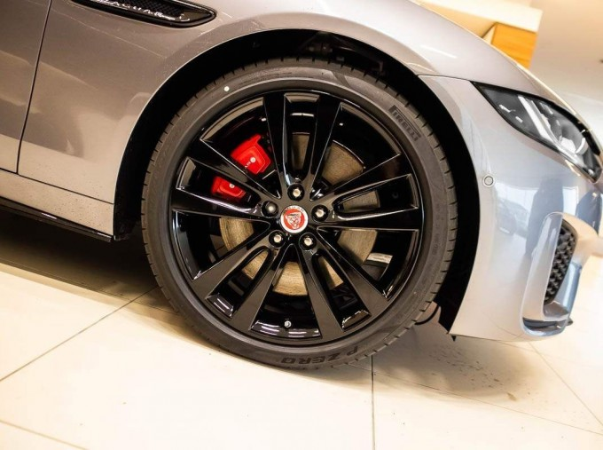 2021 Jaguar MHEV R-Dynamic Black Auto 4-door  - Image: 6