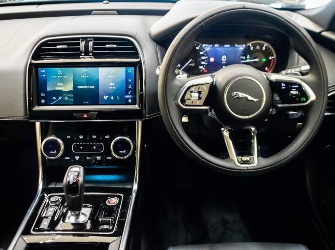2021 Jaguar MHEV R-Dynamic Black Auto 4-door  - Image: 7