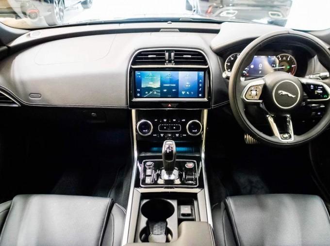 2021 Jaguar MHEV R-Dynamic Black Auto 4-door  - Image: 8