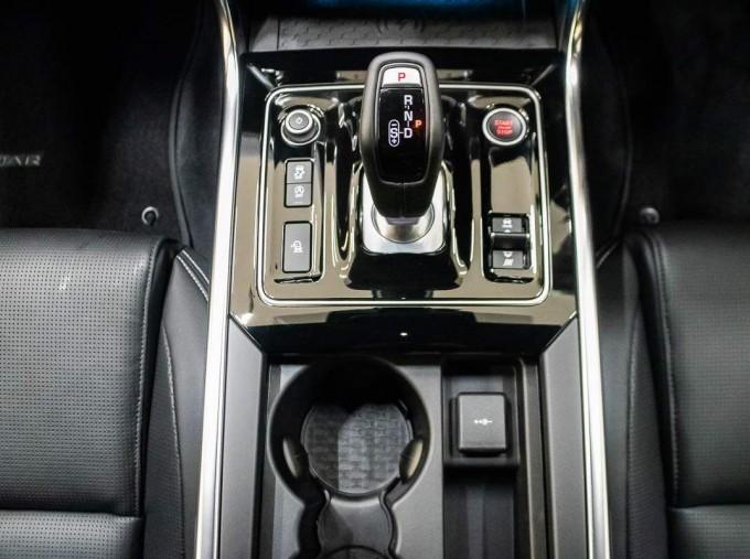 2021 Jaguar MHEV R-Dynamic Black Auto 4-door  - Image: 10